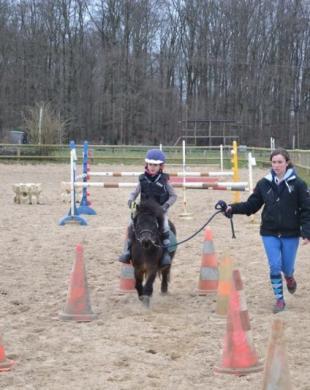 Cours de poneys au centre équestre de Caumont